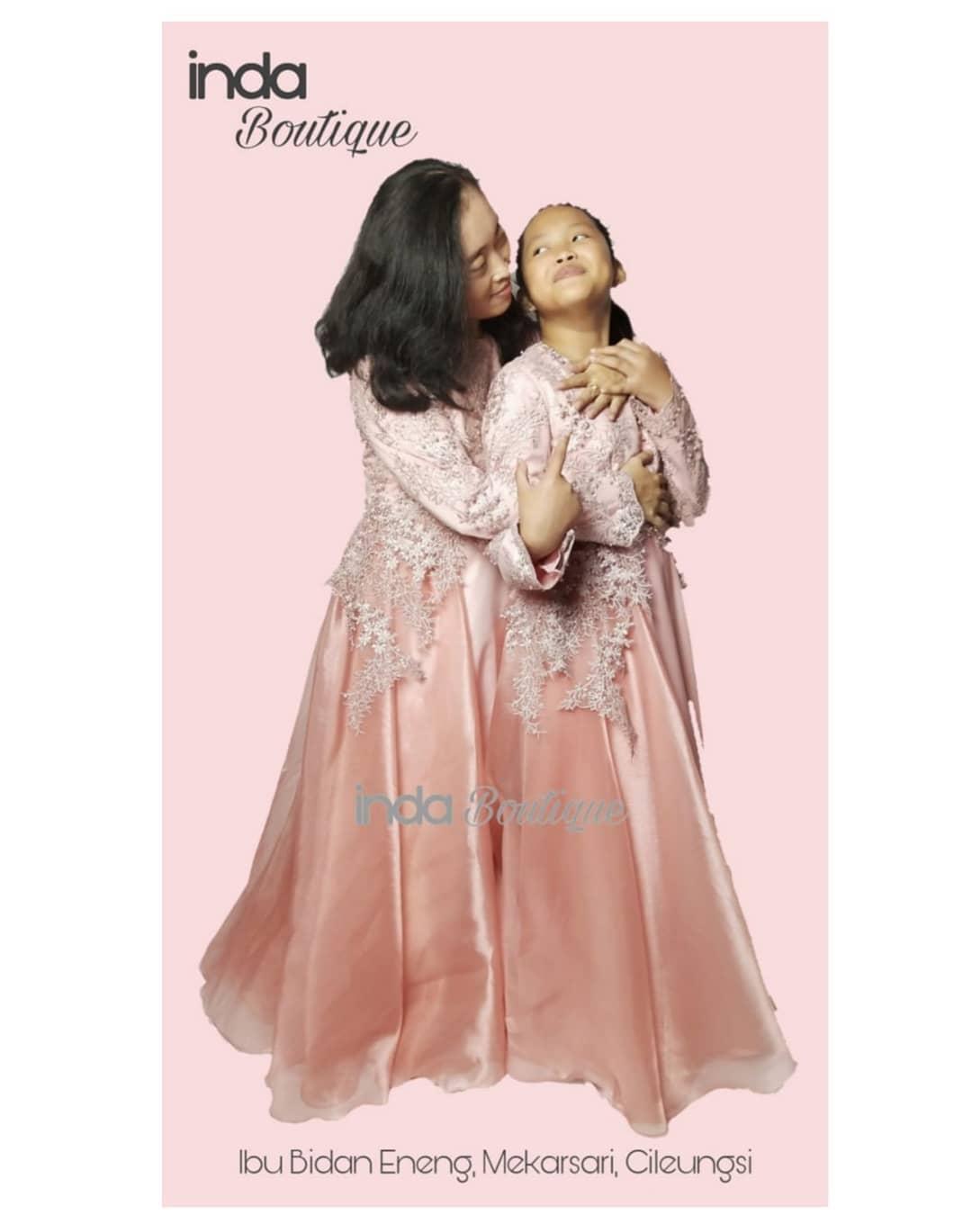 Gaun Cantik untuk Ibu Bidan Eneng dan Putrinya di Mekarsari – Cileungsi