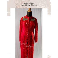 Kebaya Merah Mempesona untuk Ibu Arry di Kota wisata Cibubur by Indabutik