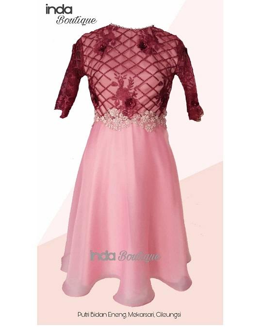 Gaun Cantik Pesanan Bidan Lestari untuk Putrinya di Mekarsari