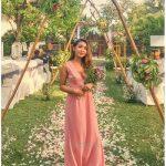 Dress Anggun Mbak Putri di Kota Wisata