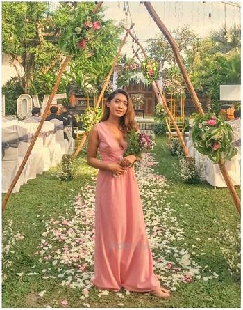 Dress Anggun Pink untuk Mbak Putri di Kota Wisata by Indabutik